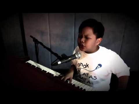 DI ATAS RATA-RATA - RAFI DAENG (TEASER) | Rafi, 12 years old children. He can sing jazz and play piano. He sing... errr I don't know this song, enjoy!