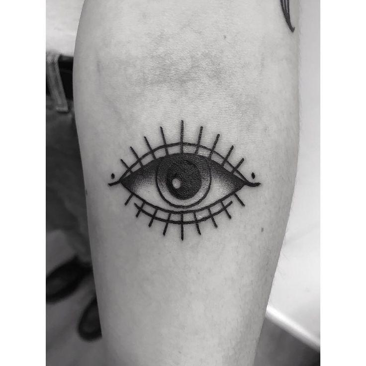 danke anni 🙂 . . . #tattoo #mannheim #germantattooers #blacktraditionals #traditionaltattoo #oldlines