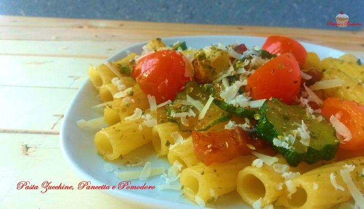 La Pasta Zucchine, Pancetta e Pomodoro è un primo squisitoche permette di consumare gustosamente una verdura eccezionalecome le zucchine, ipocaloriche, ricche di fibre e vitamine.