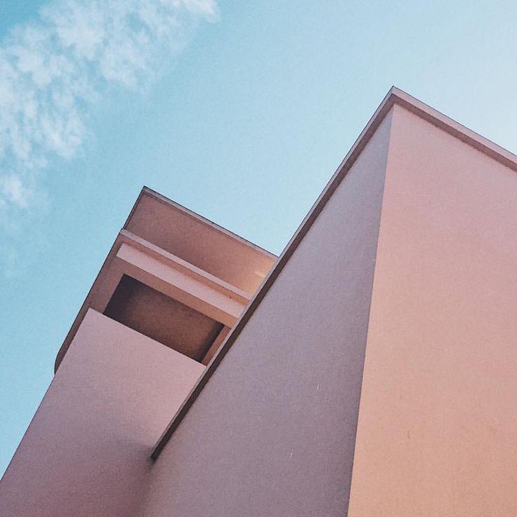 Good morning Porto and your beautiful colors. 🎏 #porto #portugal #holidays #summer #summerholidays #building #colors #minimalmood #minimal…