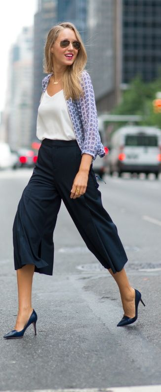 Navy cullotes street style
