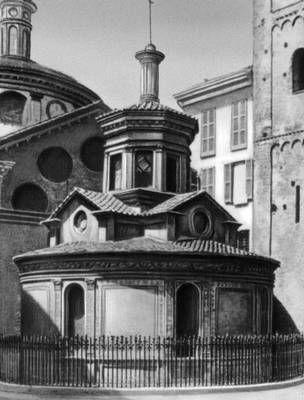 Браманте. Церковь Санта-Мария прессо Сан-Сатиро в Милане. 1479—83. Капелла Снятия со креста.  Via Torino, 17-19, 20123 Milano