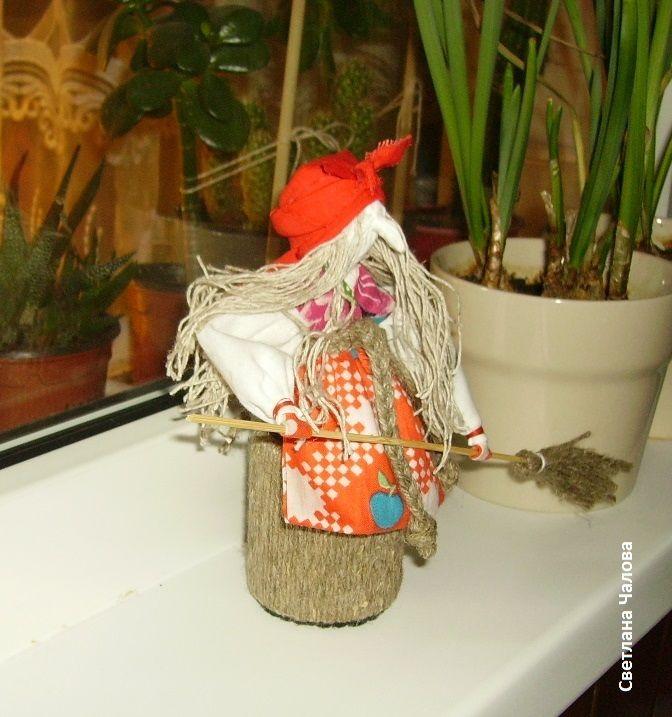 Баба Яга в ступе. Обереговая русская народная кукла.