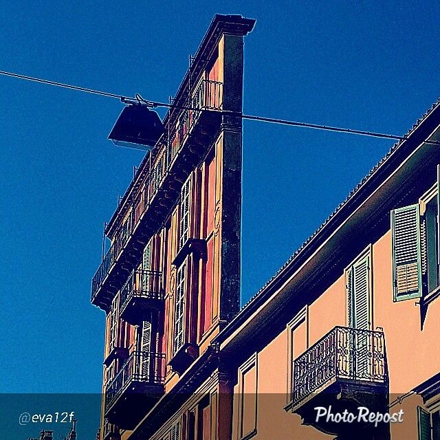 #Torino raccontata dai cittadini per #InTO Foto di @eva12f #fettadipolenta #corsosanmaurizio #architettura #arte #turin #torinoècasamia #instaturin #instagood #instamood #oggi a #torino il #cielo #azzurro si taglia a #fette