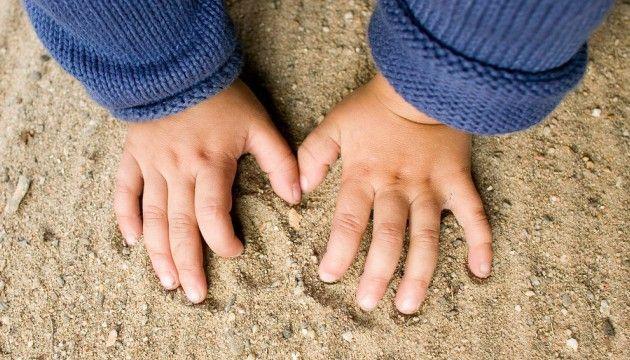 Ils mangent du bois, de la terre ou du papier : le syndrome de Pica n'est pas dû à la faim - le Plus