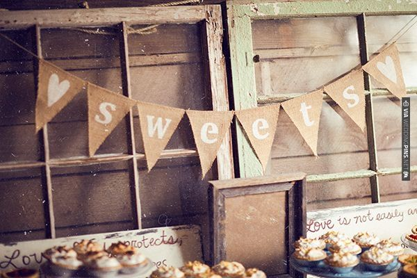 rustic cake table ideas | VIA #WEDDINGPINS.NET