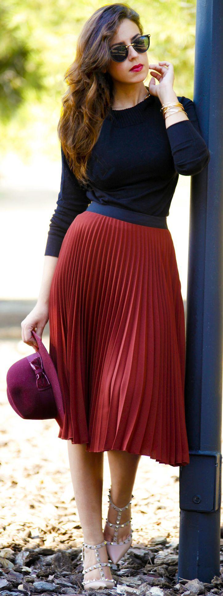 Red Pleat Midi Skirt Fall Streetstyle Inspo by 1sillaparamibolso