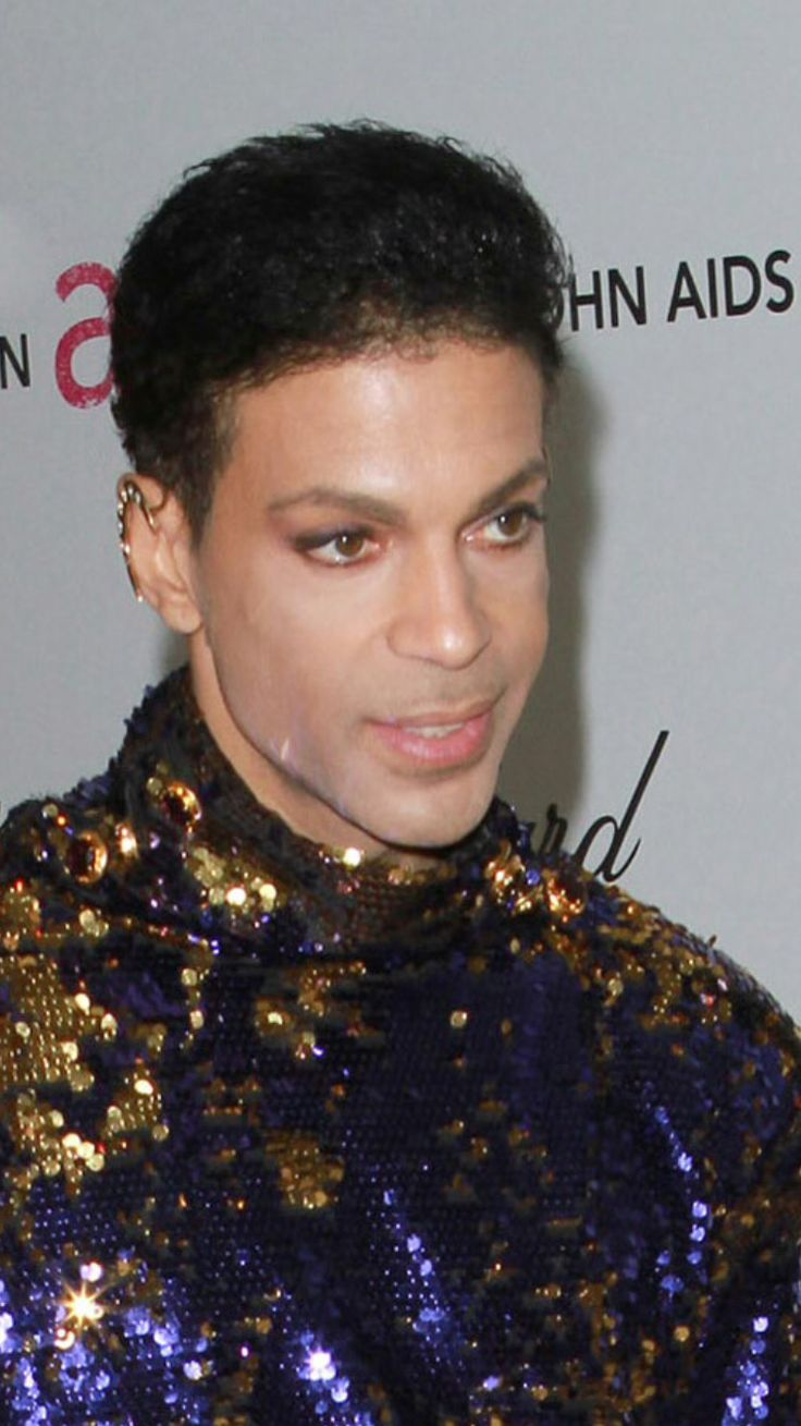Source : Tumblr Prince 30 years in pictures