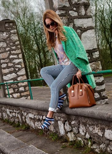 #fashionblog, #girlaporter, #fashion  coat: H&M, sweater : Gerry Weber, pants: Massimo Dutti, shoes : LK Bennet, bag: Furla, sunglasses: Louis Vuitton