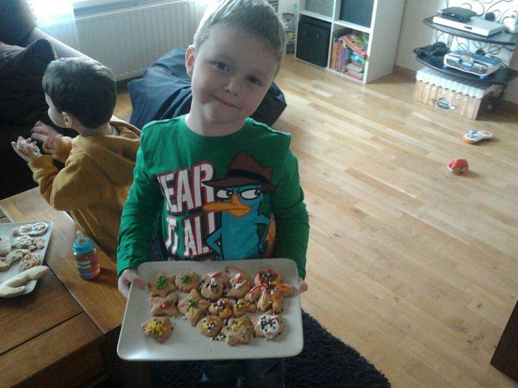 Blijft leuk om te doen en de kinderen helpen er graag bij, ik vond het tenminste geweldig als ik koekjes mocht uitsteken en het ''overgebleven'' deeg mocht...