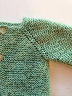Jersey Bebé Hola! Te proponemos este jersey de bebé tejido en una pieza empezando por el cuello. Es muy sencillo y sienta muy bien. L...
