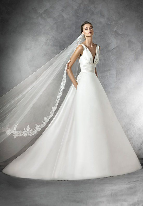 Mikado silk princess-style wedding dress. Slightly draped bodice with V-neckline. Wide sash draped under the bust. Plunging neckline and gathered skirt at the back.