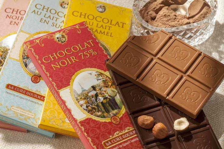 Découvrez nos tablettes de chocolats. Chocolat noir, chocolat blanc vanille, chocolat noir et orange, chocolat lait et caramel ... Il y en a pour tous les gourmands ! #lacuregourmande #chocolat #gourmandise