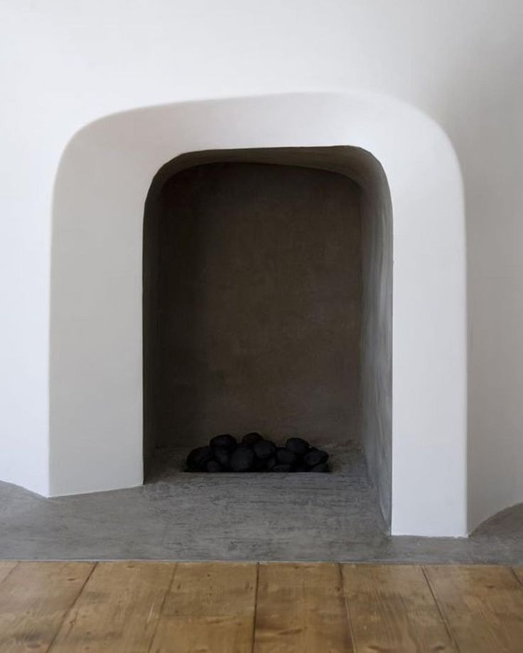 :: MINIMALISM :: The perfect minimalist fireplace in monochrome... By @scenario_architecture - photo by Amy Scaife. . . . #anacastudio #architecture #anacainspo #mondayinspiration #architecture #renovation #fireplace #architecturelondon #monochrome #form