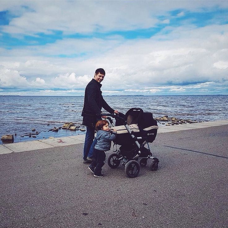 The stable SLEEPER2.0 carrycot is easily and quickly attached to the NEO buggy and it is also certified for use across the back seat of a car (group 0 0-9 months)  #carrycot #concordsleeper #concordneo #concord #concordtravelset #dad #daddy #father #fatherandson #son #sons #siblings #parenthood #sea #seaside #pushchair #buggy #cochecito #poussette #passeggino #repost