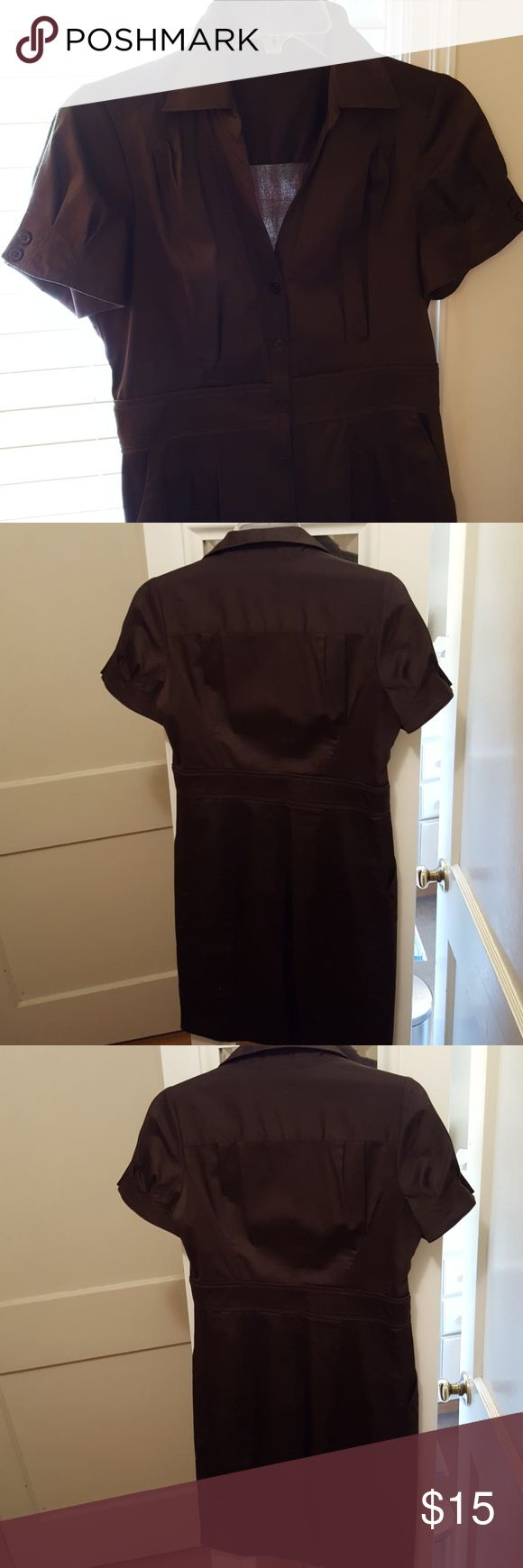 The Limited Dress Short sleeve, 2 front pockets, nice dress for the office, 97% cotton 3% spandex The Limited Dresses