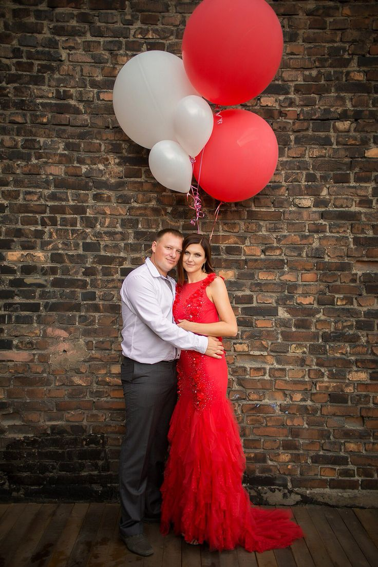 Фотосессия с большими воздушными шарами в честь годовщины свадьбы. Anniversary day 15 years together. Big balloons photoshoot. Love story.