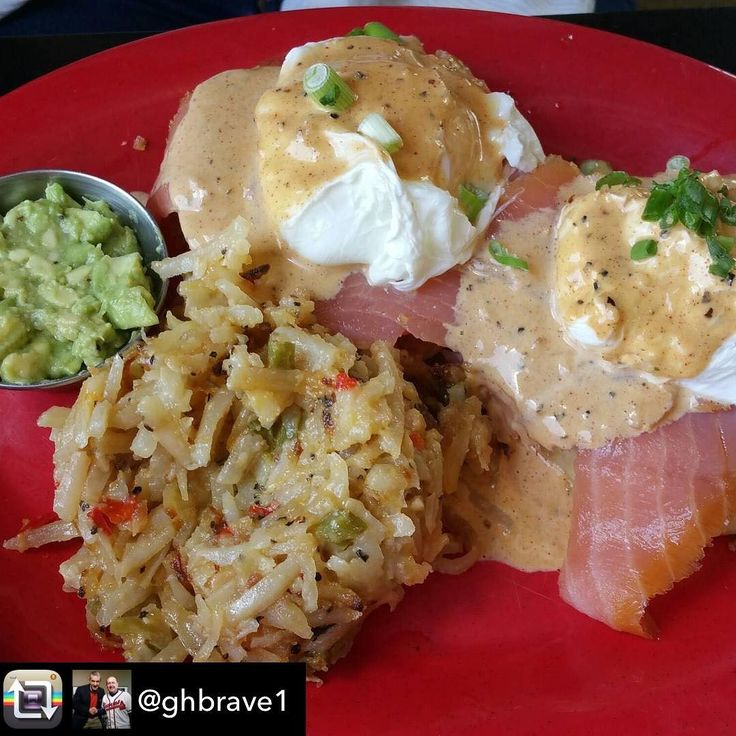 Thanks for stopping in!! Repost from @ghbrave1 using @RepostRegramApp - Two new great menu additions at @hollysgourmetsmarket ! New York Benedict (smoked salmon tomatoWolferman's English muffin soft poached eggs avocado relish with hash brown casserole) and Chipotle Chicken & Grits (savory stewed chicken on white corn grits with shredded jack & salsa verde with two your way eggs)! Superb @hollyhambright ! #eatlocal #supportlocalbusiness  Holly's Gourmets Market  #Knoxville #Catering #Wedding…