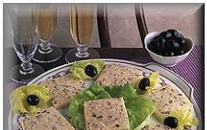 Patè di olive - Il patè alle olive è la ricetta gustosa per un antipasto facile e veloce. Da spalmare su fette di pane abbrustolito e servire subito.