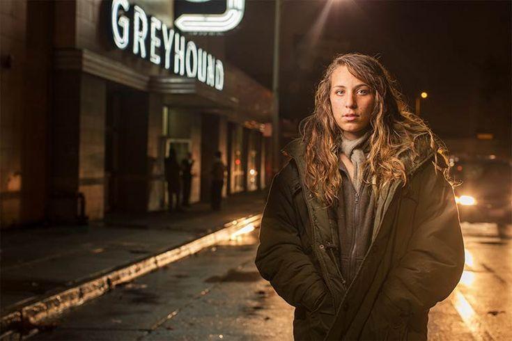 Underexposed – Le photographe Aaron Draper rend hommage aux sans-abris