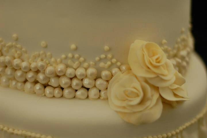 Wedding cake vintage cream pearls