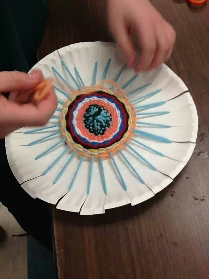 Easy Circle Weaving For Kids Make Mom A Beautiful Set Of