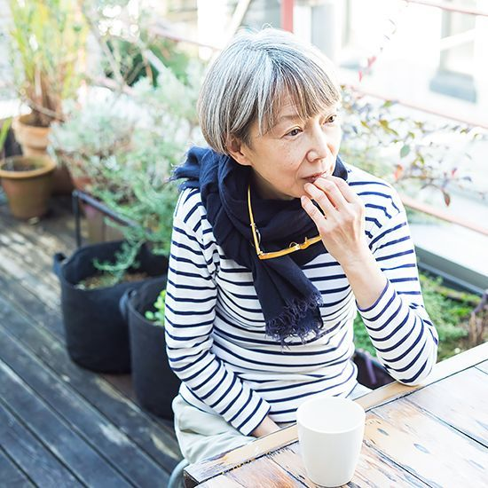 全3話にわたり、特集『センスがある人のヒミツ』をお届けしています。お話をうかがったのは、東京・神宮前にあるイギリス風家庭料理のお店「SW11kitchen」店主の渡辺靖子さん。渡辺さんのファッションは