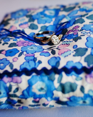 Love the floral fabric and blue rickrack trim.