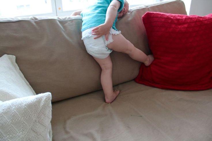 Zum Windelwechseln hinlegen? Ach Mama, wo denkst du hin? Kind 3.0 mit den Pampers Baby-Dry Pants Höschenwindeln