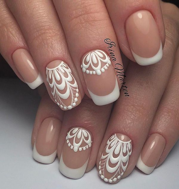 Eternal French manicure with beautiful painted detail on two fingers of both hands. This manicure you can take with every outfit, at any time of day.