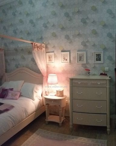 beautiful teen girls room - 3D wallpaper grey with dash of pink, pink furniture