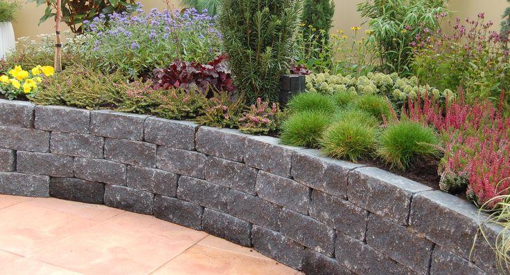Afbeeldingsresultaat voor verhoogde border bakstenen met vaste planten