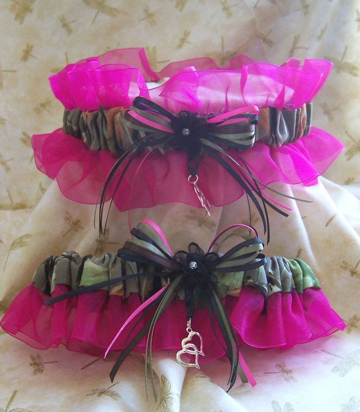 Realtree with hot pink wedding garter set pink wedding for Wedding dresses camouflage pink