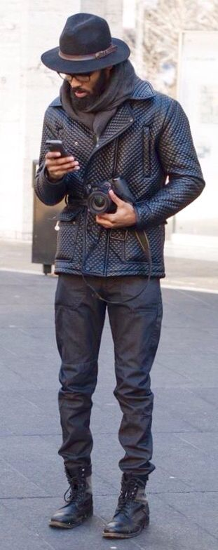 Rustikales Outfit für die kälteren Monate im Urban Street Style mit markanter, schwarzer Steppjacke aus Nappaleder. | Official, London