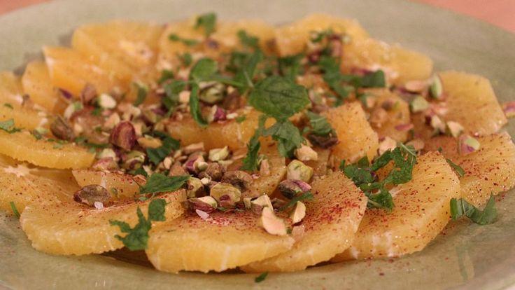 Marockansk sallad med apelsin och pistage, kryddad med kanel och färsk mynta.