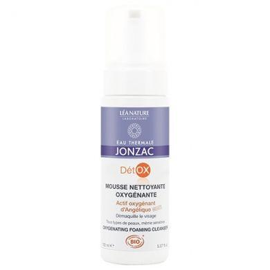Mousse nettoyante oxygénante Détox JONZAC EAU THERMALE, démaquille en douceur et élimine impuretés et résidus polluants qui empêchent la peau de respirer.