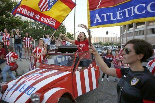 Los festejos del Atlético de Madrid en la Plaza Neptuno. Los campeones de la Liga Española