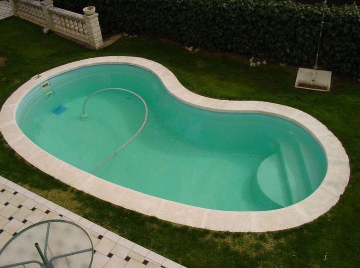 piscinas con forma de riñón.