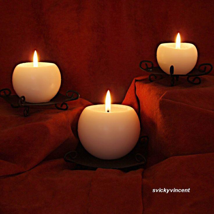 Svíčky+Trio+Sada+tří+vonných+parafínových+svíček+-+koulí,+o+průměru+6,5+cm,+8+cm+a+10+cm.+Svíčky+mohou+být+ve+stejné+barvě+nebo+každá+jiná+-+podle+Vašeho+přání.+Cena+za+3+kusy,+bez+svícnů.+Barvy:+bílá+-+vůně+květinová+žlutá+-vůně+citron+oranžová+-vůně+pomeranč+červená+-vůně+květinová+růžová+-+vůně+květinová+bordó+-vůně+malina+zelená+-+...