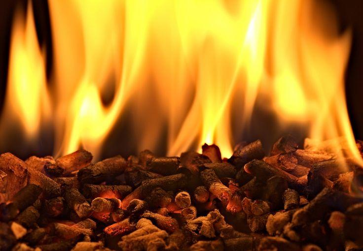 Что такое пеллеты? Пеллеты (или пилеты, пеллетс, древесные топливные гранулы) — это спрессованные отходы древесины продолговатой цилиндрической формы.  Продолжение статьи на сайте: http://www.saga.ru/blog/chto-takoe-pellety #пеллеты #камин #купитькамин #альтернативноетопливо