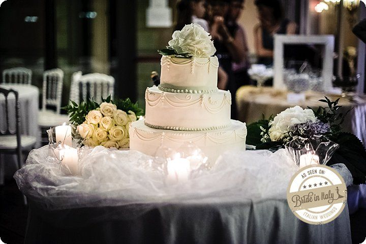 White + Mint wedding cake, Ph Emanuele Capoferri http://www.brideinitaly.com/2013/12/capoferri-villa-borghi.html #elegant #italianstyle #wedding