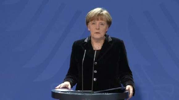 Bundespräsident Joachim Gauck und Bundeskanzlerin Dr. Angela Merkel (CDU) würdigen den verstorbenen Altbundespräsidenten Richard von Weizsäcker. Er habe das Amt des Bundespräsidenten auf bleibende Weise geprägt, sagte Gauck. http://www.zeit.de/video/2015-02/4025526976001/richard-von-weizsaecker-kanzlerin-wuerdigt-verstorbenen-altbundespraesidenten