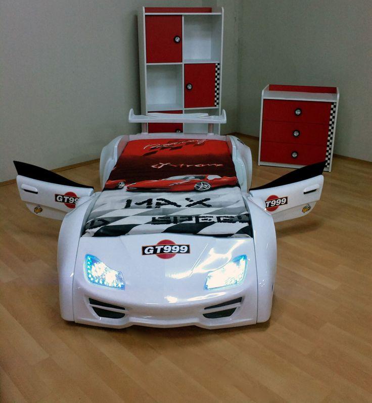 Otwierane dzwi! Światła led, dźwięki, pilot i do tego kształt samochodu! Czego mały miłośnik samochodów może chceć więcej?!