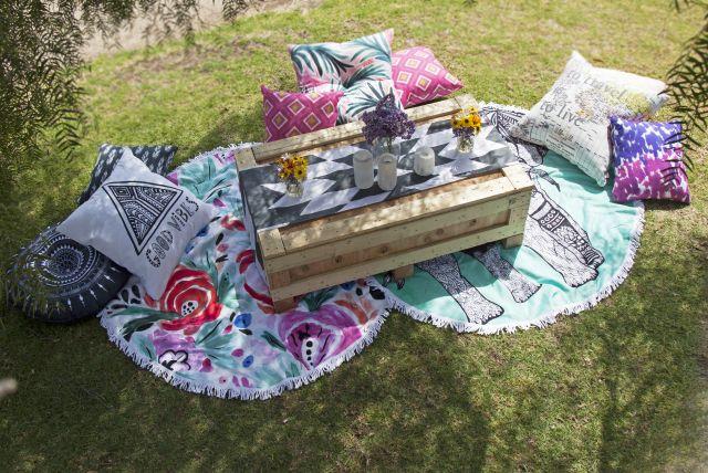 Egy laza kis kerti piknik sem igazi párnák nélkül...