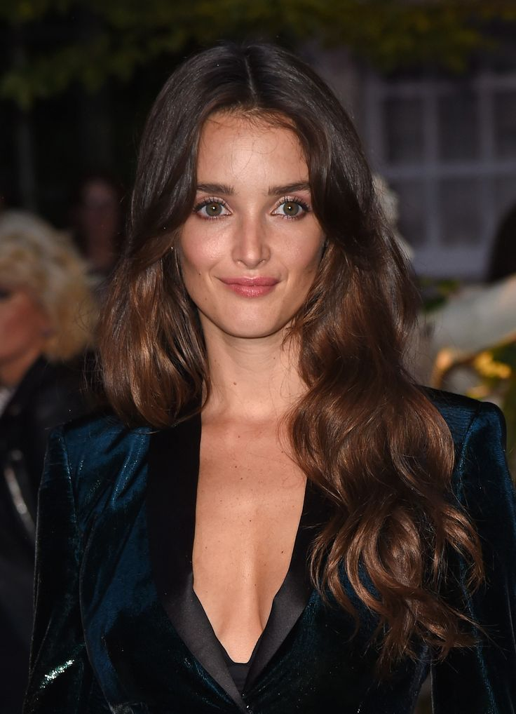 Charlotte Le Bon on the red carpet wearing Fresh Glow, Cat Lashes Mascara and Burberry Lip Velvet in Devon Sunset