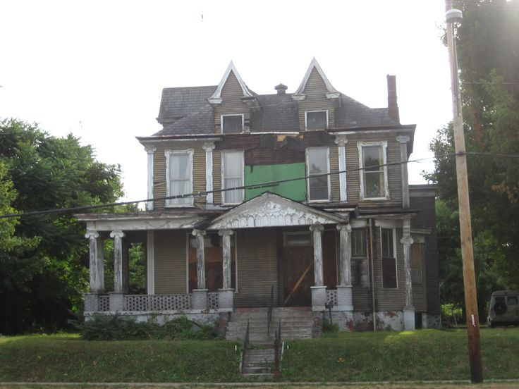 I need to get inside it!Historicalcreepyold Housesposs