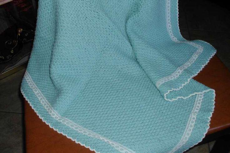 copertine di lana ai ferri - Copertina di lana azzurra con nastro bianco