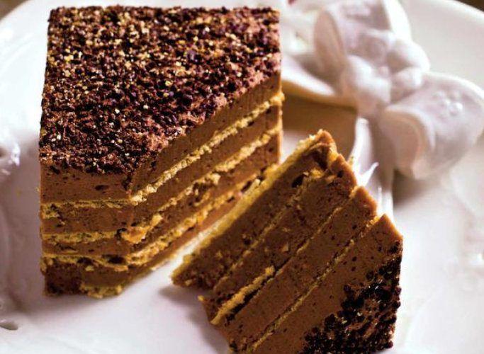 Dacă vrei o prăjitură care să arate ca una de cofetărie dar să se facă rapid, fără bătăi de cap îți recomand această prăjitură cu foi de napolitană