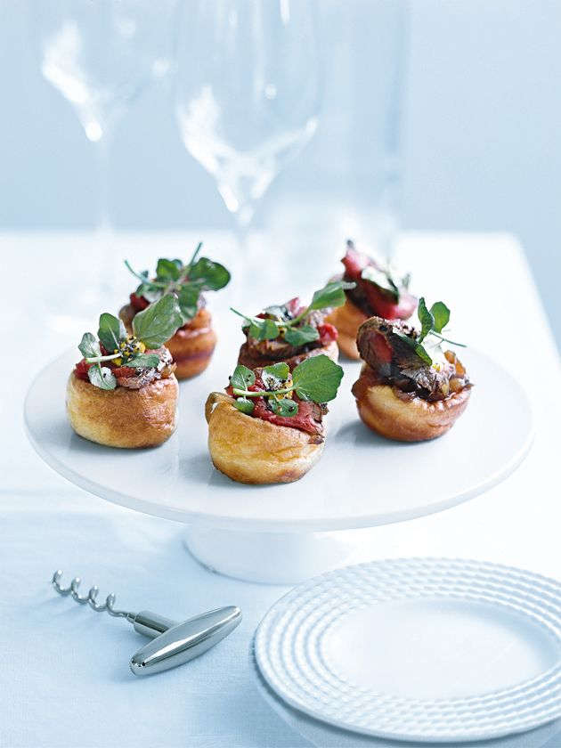 Cute and festive finger food: Yorkshire puddings with rare beef and caramelised onions