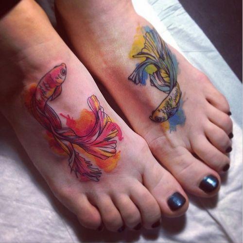 Color de agua de los pescados de Koi Tatuajes en los pies